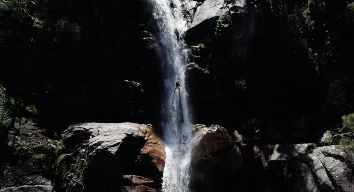 rappel na cascata do cai d'alto - rio poio, ribeira de pena